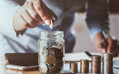 Больше половины россиян не смогли отложить деньги на черный день