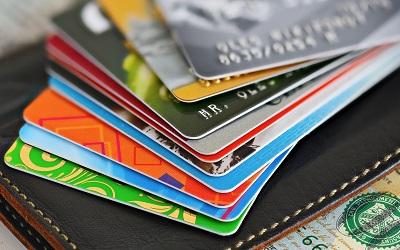 Лимиты по кредиткам продолжают ползти вверх