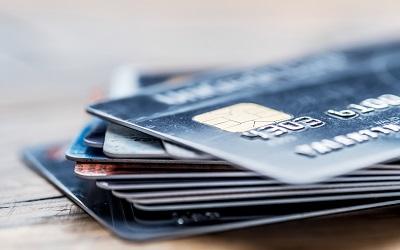 Лимит по кредиткам устремился к максимумам