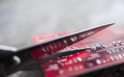 Россияне все реже восполняют в срок потраченные лимиты по кредиткам