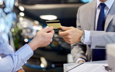 Лимит овердрафта по дебетовым картам достиг почти 50 тысяч рублей