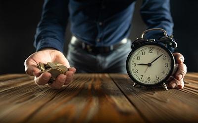 32 процента рабочего времени россияне посвящают бесполезным делам