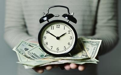 Россияне назвали курс доллара к началу осени