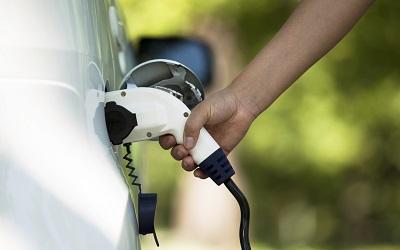 Кому придется платить налог на электромобиль