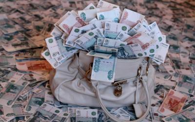 Банкиры закидали деньгами проверенных заемщиков