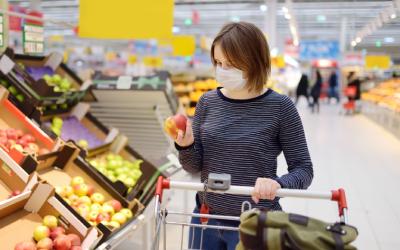 Россияне начали тратить на продукты почти в полтора раза больше
