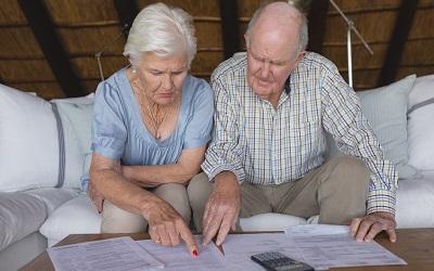 Пенсионеров хотят защитить от списания долгов