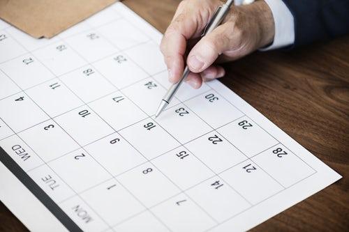 В какие дни клиенты МФО оформляют и погашают займы?