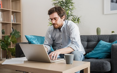 Большинство работников в мире говорят о росте эффективности на удаленке