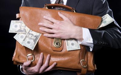 Россияне продолжают наращивать сбережения в наличных