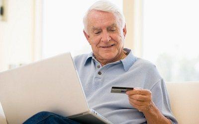 Почему пенсионеры активно берут кредитные карты?