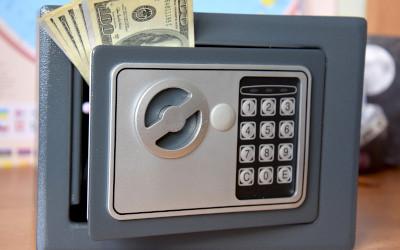 Россияне вывели с валютых депозитов 2 млрд долларов