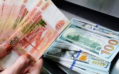 Россияне отказываются от долларовых депозитов и переходят в рублевые