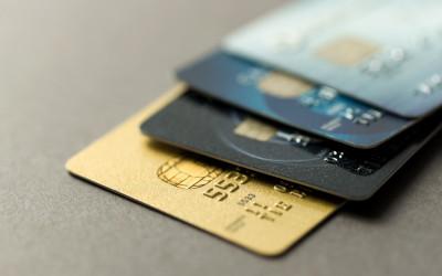 Планка расходов по кредиткам приблизилась к отметке в 70 тысяч рублей