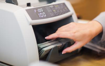 Специалисты узнали, сколько россиян сменили зарплатный банк