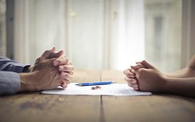 Бедность и падение доходов увеличили число разводов в РФ