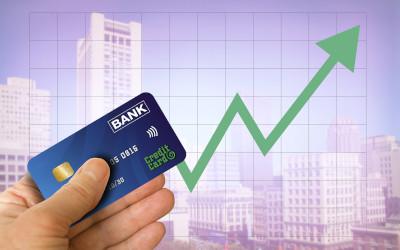 Лимиты по кредиткам продолжают расти