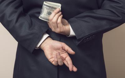 ЦБ предупредил россиян о нарастающей активности нелегальных кредиторов