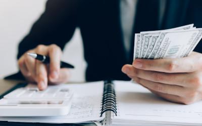 Чиновники не успевают тратить бюджетные деньги