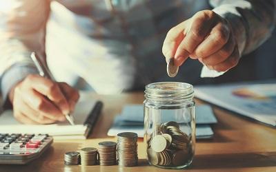 Жители нашей страны сэкономили в июне на 10% больше денег